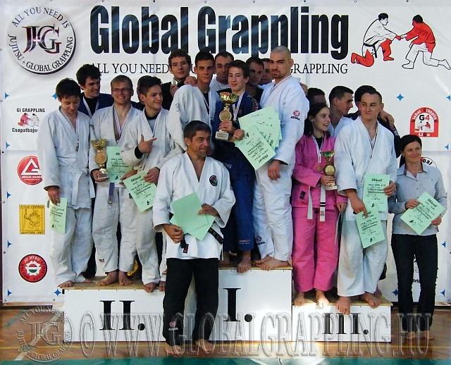 Dobogón a csapatok a II. Gi Csapatbajnokságon