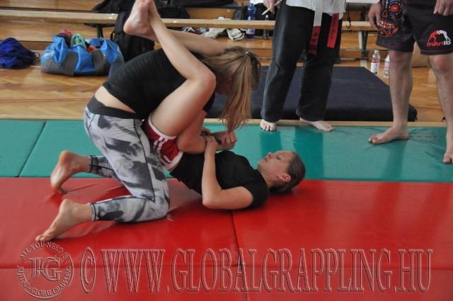 Lányok NoGi küzdelme