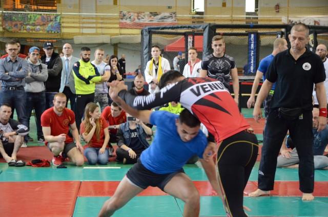 Fekete Sándor mérkőzést vezet a NoGi Grappling Felnőtt Férfi Csapatbajnokságban