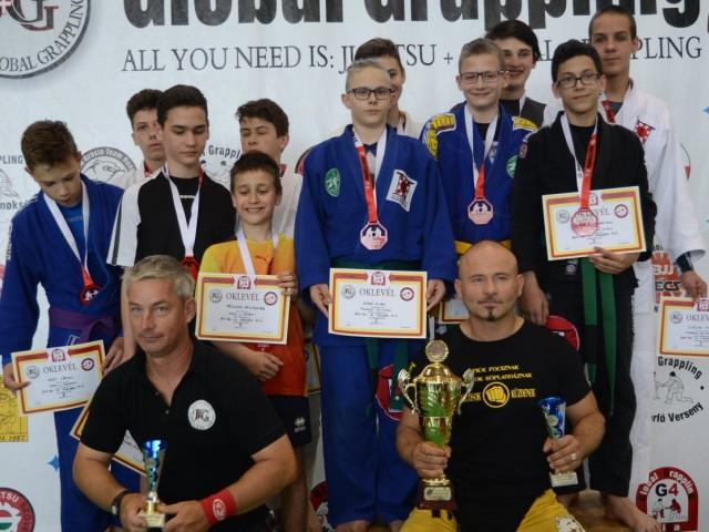 A Gi Ifjúsági Fiú Csapatbajnokság dobogója