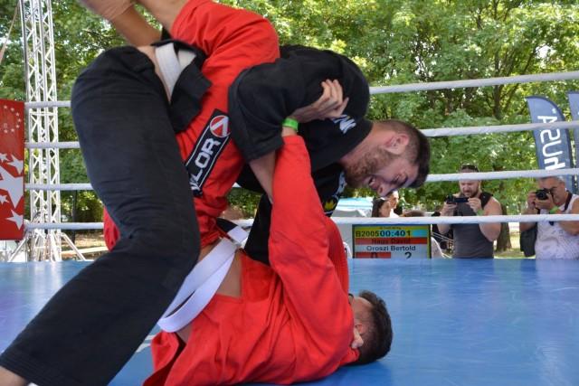 Gi Grappling Küzdelem a ringben