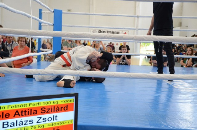 A ringben rendeztük meg a Combat Grappling és a Kesztyűs Küzdelem mérkőzéseit is
