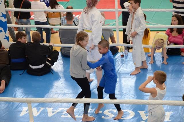A gyerekek azonnal birtokba vették a ringet