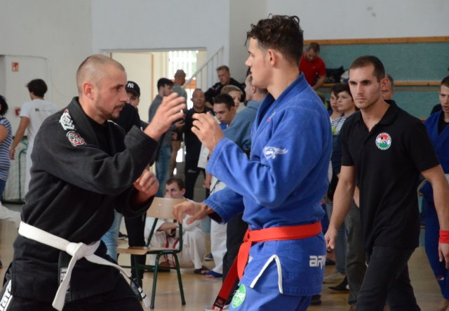 Új bírónk, Klemencz Dániel felügyeli a mérkőzést