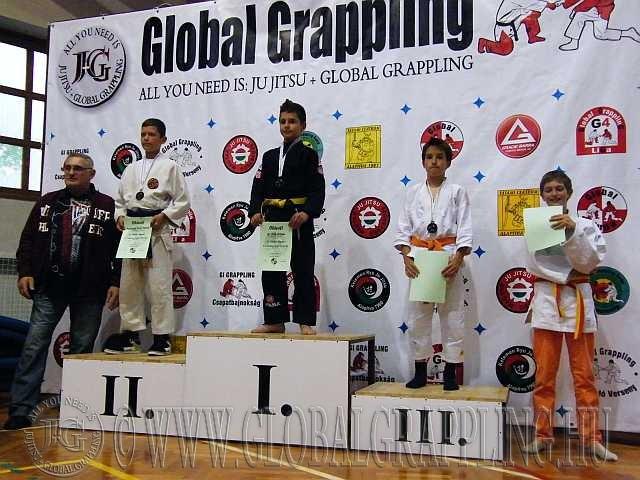 Gi Grappling Ifjúsági Fiú 41 kg. dobogója, az érmeket átadta Növényi Norbert