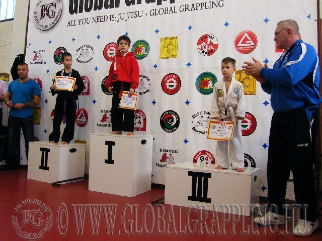 A Gi Grappling Manó Fiú 28 kg. kategória dobogója