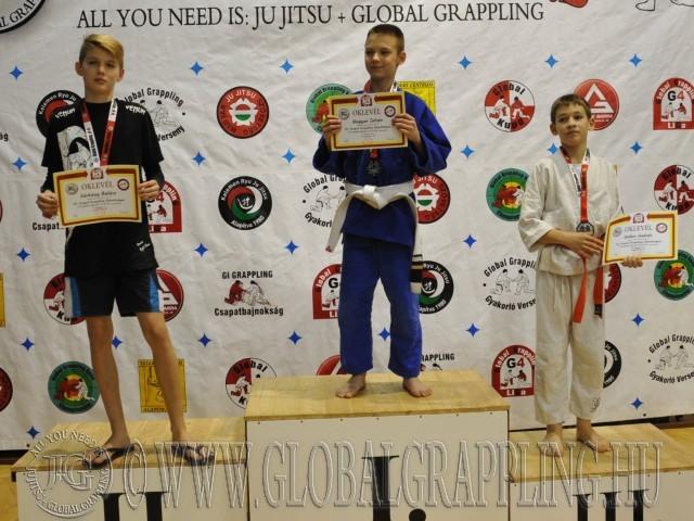 A Gi Grappling Ifjúsági 1 Fiú 40 kg. kategória dobogója