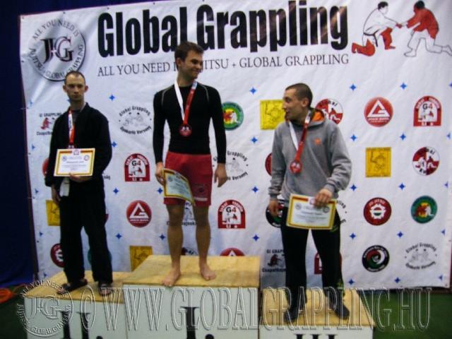 A Gi Grappling Kezdő Felnőtt Férfi 65 kg. kategória dobogója