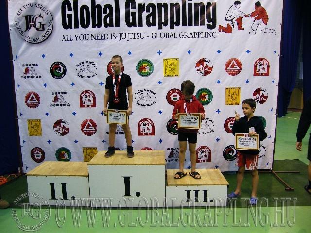 A NoGi Grappling Gyermek 2 fiú 32 kg. kategória dobogója