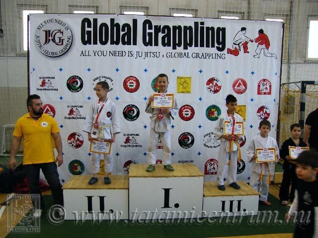 A Gi Grappling Gyermek 1 Fiú 28 kg kategória dobogója