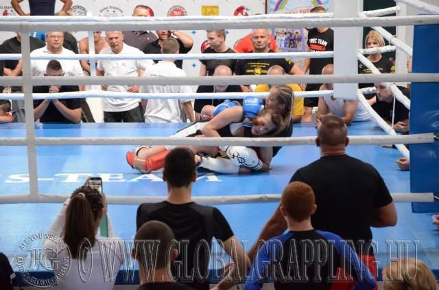 Női Kesztyűs Küzdelem a ringben
