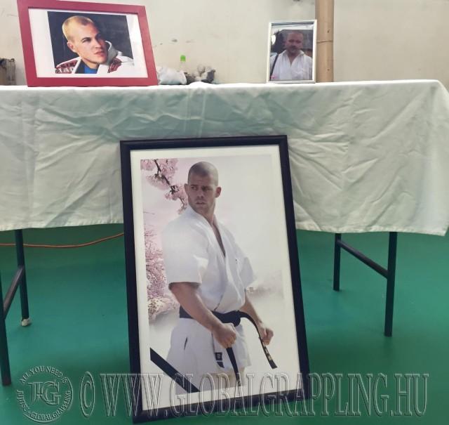 Elhunyt sporttársaink képe az emlékasztalon