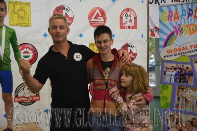 A díjakat Kovács Gábor, Rohácsné Farkas Adrienn és Rohács Norbi kislánya Bíborka adták át