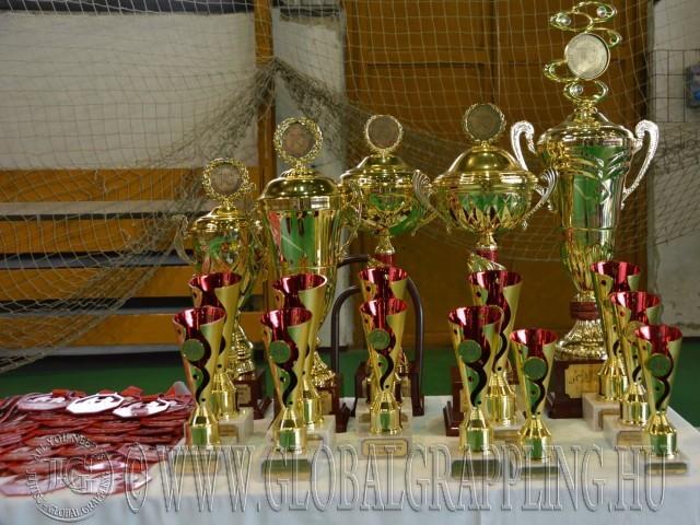 A Csapatbajnokság kupái és érmei