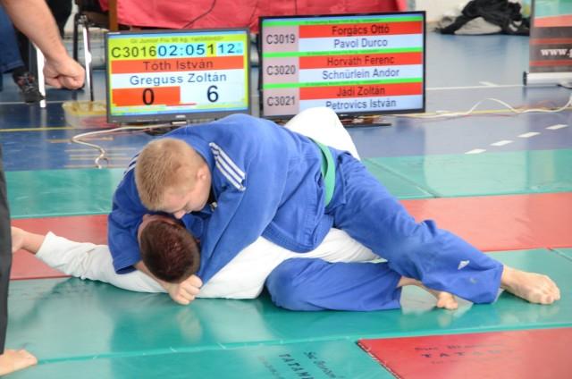 Juniorok küzdelme Gi Grappling versenyszámban