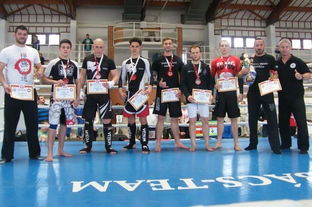 A Junior Kesztyűs Csapatbajnokság döntőjének csapatai