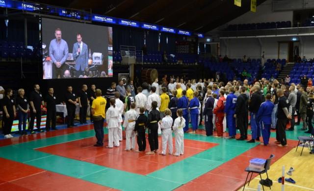Barcza Attila a városi sportbizottság elnöke beszél a megnyitó ünnepségen