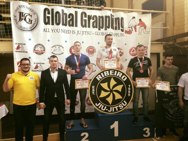 A legnagyobb, 8 fős kategóriát Szalai Árpád nyerte, sárga pólóban Forgács Attila házigazda