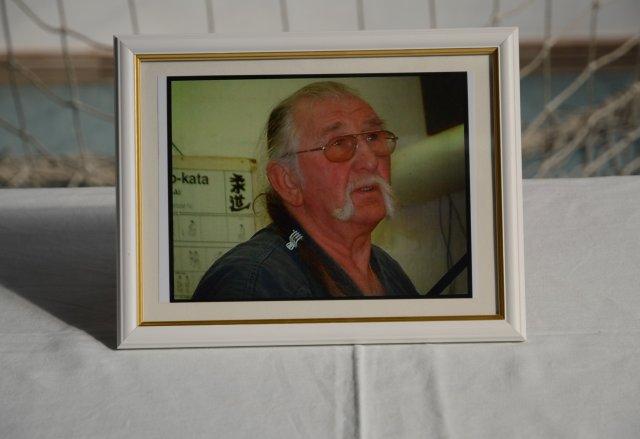 soke Vlado Schmidt képe az emlékasztalon