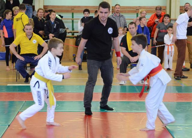 Új bírónk, Varga László felügyeli a mérkőzést